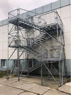 Fluchttreppen-Treppen-Treppenturm-Bautreppe aus Stahl, gebraucht mit Laufsteg