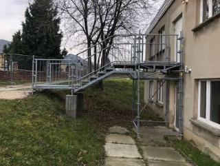 Fluchttreppen-Laufsteg-Bautreppen-Treppenturm aus Stahl gebraucht Alfix